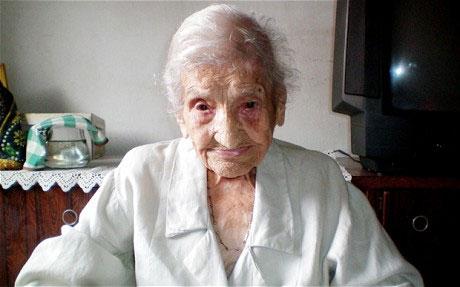 """Cụ bà Brazil """"ẵm ngôi"""" người sống thọ nhất thế giới"""