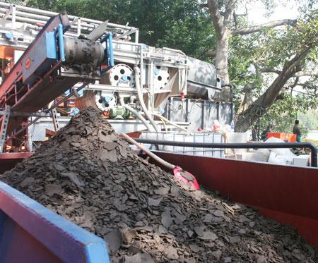 Tiếp tục hút bùn hồ Gươm bằng công nghệ Đức