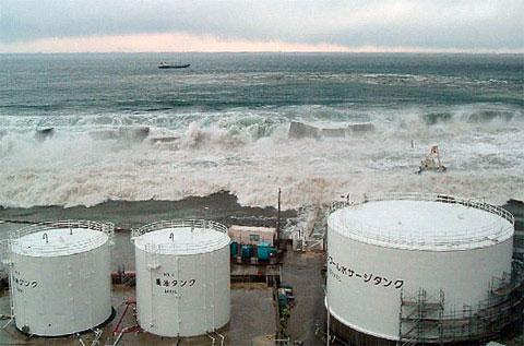 Nhật công bố ảnh sóng thần nuốt trọn nhà máy điện hạt nhân