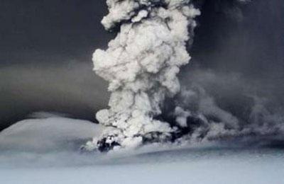Video: Núi lửa hoạt động mạnh nhất Iceland phun trào
