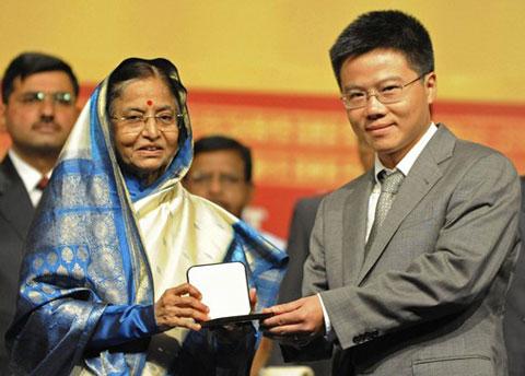 Ngô Bảo Châu nhận danh hiệu giáo sư xuất sắc