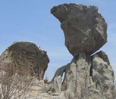 Bí ẩn rặng đá siêu bấp bênh ở Mỹ