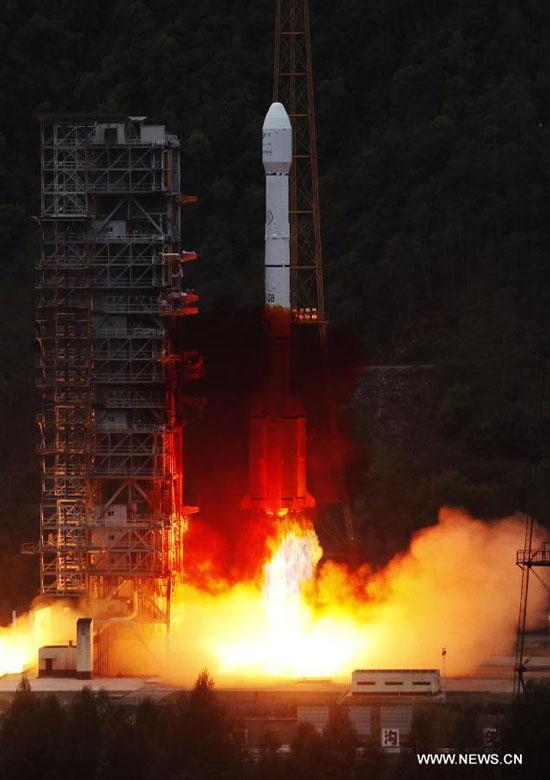 Tên lửa Trường Chinh-3B đẩy hai vệ tinh định vị lên quỹ đạo vào sáng hôm 30/4.