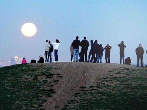 Ám ảnh siêu trăng