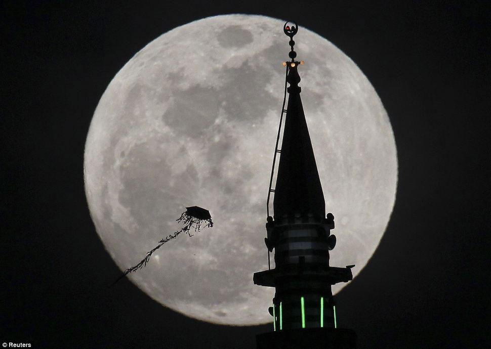 Siêu trăng ở Amman, Jordan.