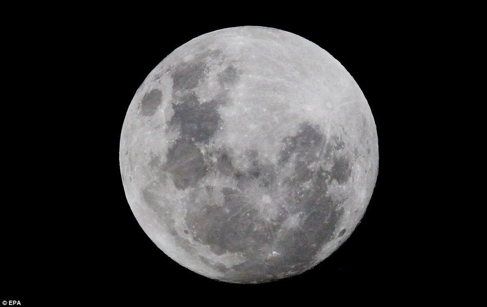 Hình ảnh siêu trăng được quan sát từ Johannesburg, Nam Phi.