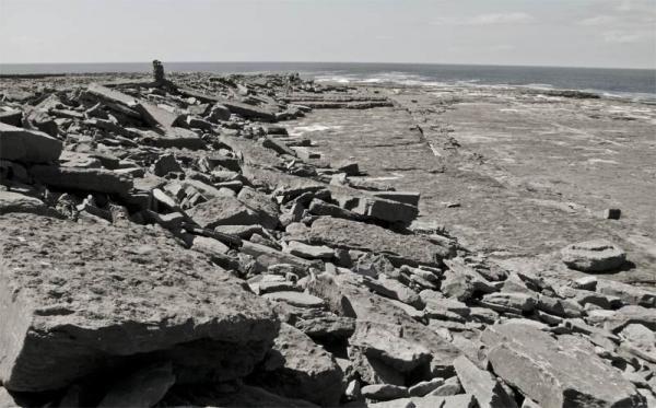 Những tảng đá trên quần đảo Aran của Ireland.