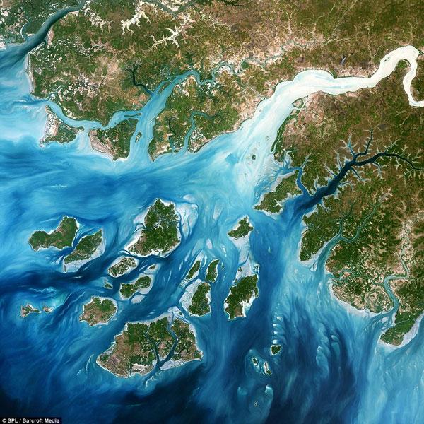 Đây là vùng đồng bằng trong quần đảo Bijagos, Tây Phi, nơi chỉ có 20 trong số 80 hòn đảo có thể sinh sống. Bức ảnh trông giống như một bức tranh Van Gogh