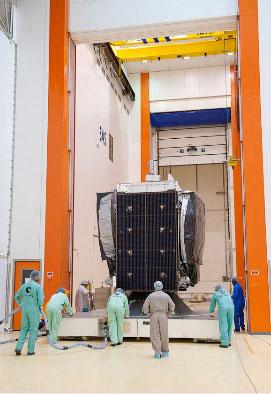 Là vệ tinh thứ 2 của Việt Nam, Vinasat-2 có trọng lượng xấp xỉ 3 tấn, được phóng lên quỹ đạo địa tĩnh 131,8 độ Đông, chỉ cách 0,2 độ so với Vinasat-1.