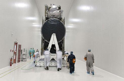 Cùng với Vinasat-2, tên lửa Ariane 5 sẽ mang theo vệ tinh JCSAT-13 của Nhật. JCSAT 13 nặng khoảng 4,5 tấn và sẽ được đặt phía trên Vinasat-2 trong khoang hàng của tên lửa. Trong quá trình phóng, JCSAT sẽ tách trước (khoảng 26 phút sau khi rời mặt đất) và hướng về tọa độ 124 độ Đông. Vinasat-2 sẽ tách khỏi tên lửa 10 phút sau đó.