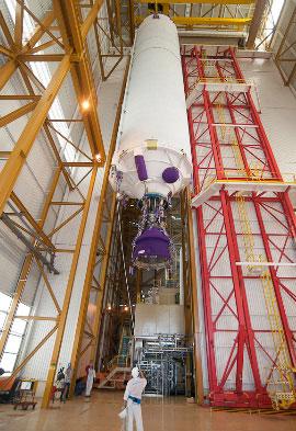 Cả JCSAT 13 và Vinasat-2 đều được chế tạo bởi Lockheed Martin (Mỹ) và là sản phẩm vệ tinh thứ 100 và 101 của hãng này. Đây cũng sẽ là chuyến bay thứ 206 của thế hệ tên lửa Ariane, kể từ năm 1979.