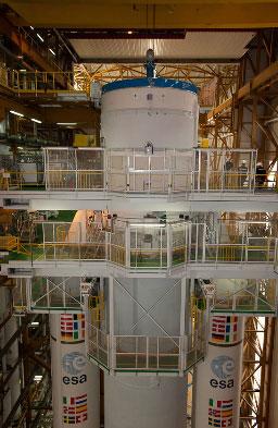 Khoảng 10 tiếng trước khi phóng, 600 tấn nhiên liệu sẽ được các kỹ sư của Cơ quan Hàng không vũ trụ châu Âu (Arianespace) nạp vào tên lửa.