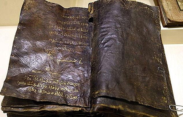 Phát hiện cuốn sách bằng da thú làm rúng động tín đồ đạo Cơ đốc