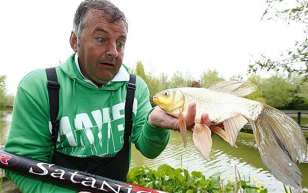 """Bắt được cá """"3 trong 1"""" kỳ lạ"""