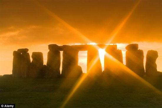 Công trình nổi tiếng Stonehenge thuộc hạt Wiltshire, nước Anh.