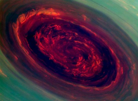 Siêu bão trên sao Thổ có hình xoáy sáu cạnh và lớn gấp 20 lần những cơn bão tiêu biểu trên trái đất.