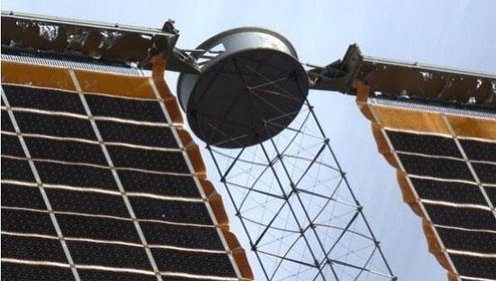 Tấm bảng năng lượng mặt trời trên ISS