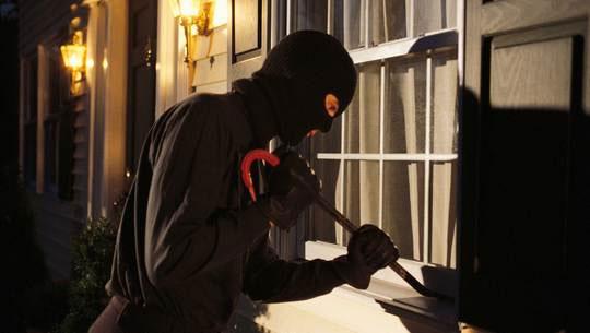 """Nhiều chủ nhà sơ hở, vô tình tạo điều kiện cho  trộm """"viếng thăm""""."""
