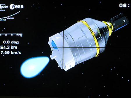 Bộ phận chứa nhiên liệu dần tách khỏi phần đầu của tên lửa VEGA