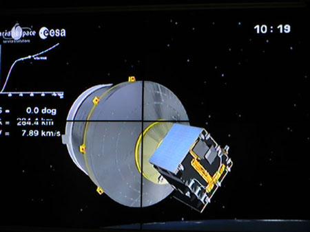 Vệ tinh VNREDSat-1 (phần màu xanh)