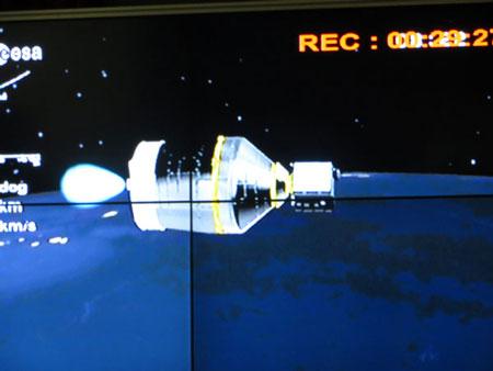 Tên lửa mang theo vệ tinh VNREDSat-1 đang dần bay vào quỹ đạo đã định.