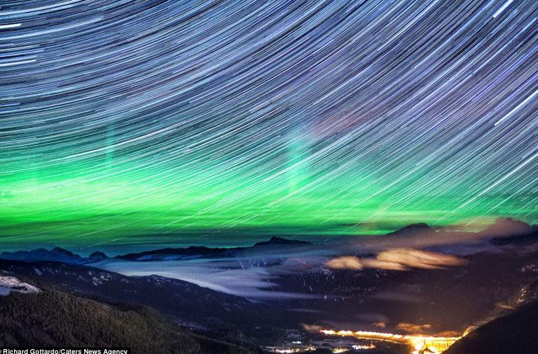 Các ngôi sao di chuyển cùng với sự xuất hiện của Bắc cực quang tạo ra cảnh quan kỳ thú.