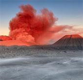 Chiêm ngưỡng cảnh núi lửa hùng vĩ ở Indonesia
