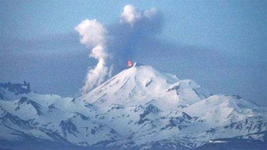 Núi lửa Pavlof tiếp tục phun trào