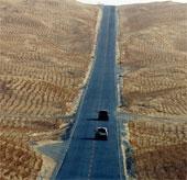 Khám phá quốc lộ sa mạc dài nhất thế giới