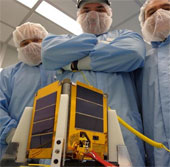 Ecuador cố cứu vệ tinh đâm trúng rác vũ trụ