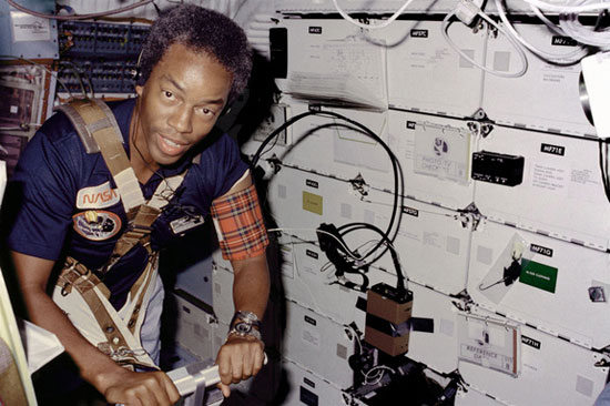 Guion Bluford cùng 4 nhà du hành khác bay vào vũ trụ trên tàu con thoi Challenger vào ngày 30/8/1983
