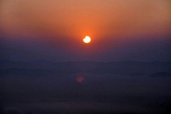 Ảnh đẹp về hiện tượng nhật thực lúc rạng sáng 2/6
