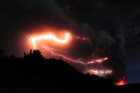 Cận cảnh núi lửa Puyehue phun trào