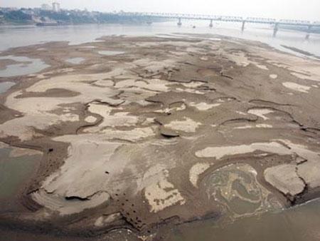 Sông Hồng sắp hết... hồng