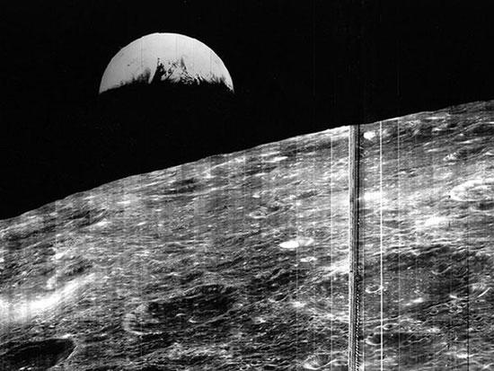 Bức ảnh đầu tiên về Trái đất từ Mặt trăng