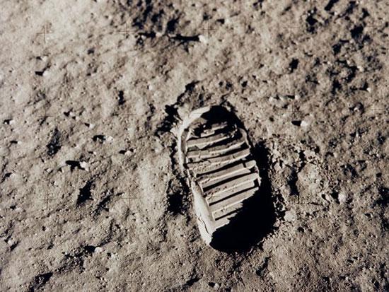 Hình ảnh dấu chân trên mặt trăng