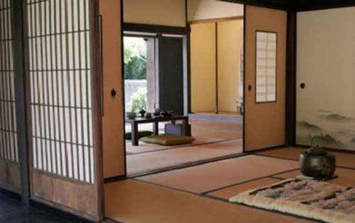 Nếu ngôi nhà có thảm tatami, sàn có thể được nâng lên từ 2,54 tới 5,08cm, điều này nói rằng bạn nên bỏ dép.