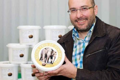 CH Czech: Bán phân voi làm quà lưu niệm