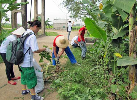 Câu lạc bộ Go Green giúp nông dân quản lý rác thải