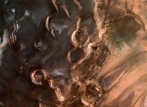 Tàu thăm dò sao hỏa Express của Cơ quan vũ trụ châu Âu (ESA) ghi lại hình ảnh cực nam của sao Hỏa với bề mặt mấp mô như những khối hình học