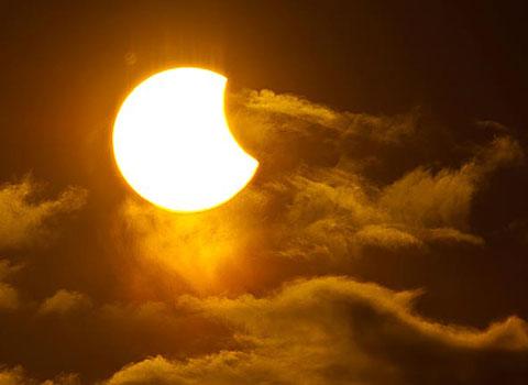 Hình ảnh nhật thực một phần tỏa sáng trên bầu trời Tromso ở miền bắc Na Uy vào ngày 1/6 vừa qua