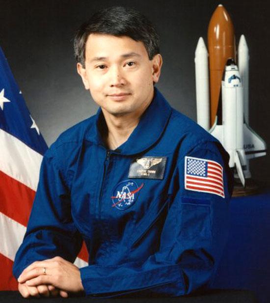 Trịnh Hữu Châu đang được rất nhiều trường đại học danh tiếng ở nước Mỹ mời nói chuyện và giảng dạy