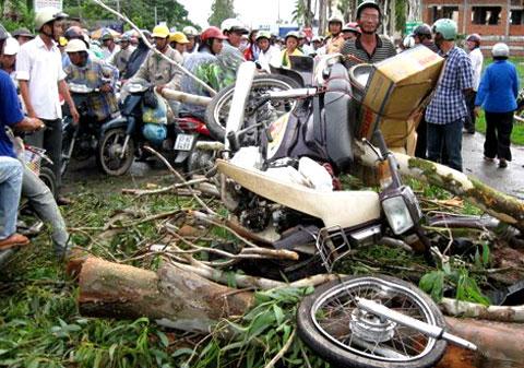 Cà Mau: Nhiều người mất tích trong lốc xoáy