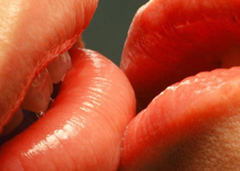 Nụ hôn dưới góc nhìn khoa học