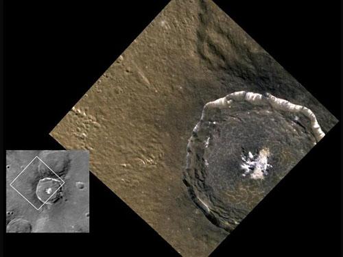 Bề mặt sao Thủy chứa đầy miệng núi lửa