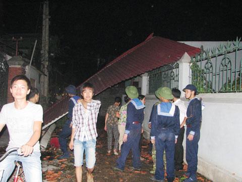 Lốc xoáy làm một người chết, 80 người bị thương
