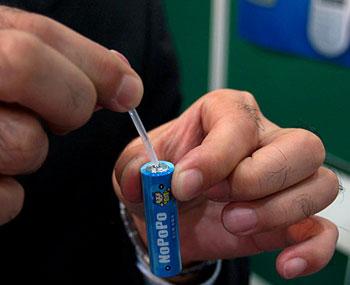 Nhật Bản sắp ra mắt pin chạy bằng nước tiểu