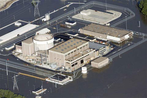 Nhà máy hạt nhân Fort Calhoun bị bao vây bởi nước sông Missouri.
