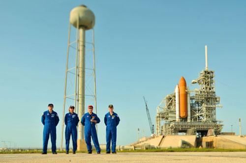 Ngày 08-07, phóng tàu Atlantis