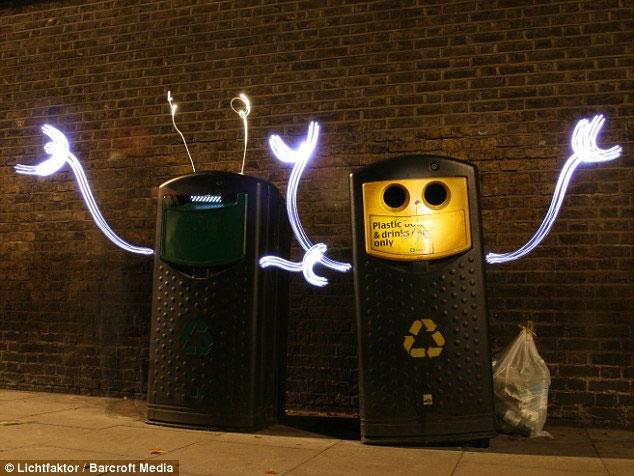 Hình ảnh: Bất ngờ với đèn ngộ nghĩnh trên phố đêm